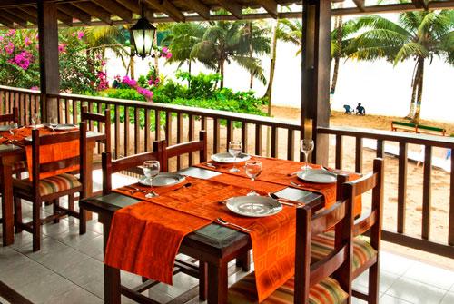Restaurante con vista al mar. Comidas a base de pescado, con opci�n de pollo o vegetariana con previa notificaci�n.